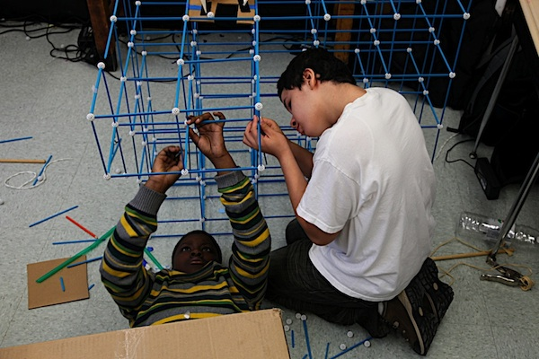 2 young students building a project structure